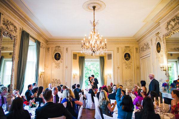 Brautpaar-im-Weißen-Salon-Villa-Rothschild-Kempinski