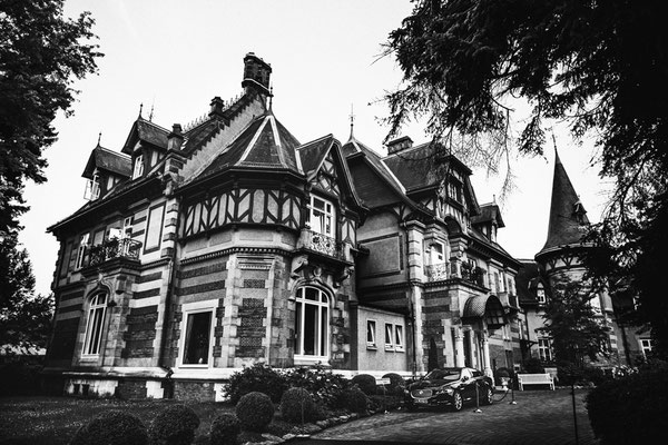 Villa-Rothschild-Einfahrt