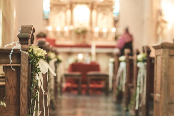 Blick-auf-Kirchenaltar