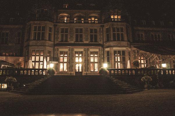 Schlosshotel-Kronberg-im-Abendlicht