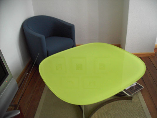 tisch plexiglas acrylglas farbig möbel