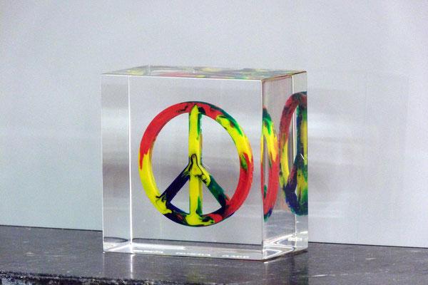 peace plexiglas gegossen gravur bunt farbig