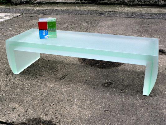 couchtisch pokal award plexiglas acrylglas möbel