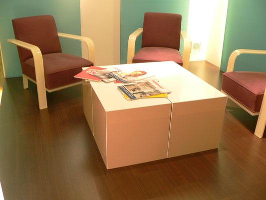wartebereich sessel tisch plexiglas acrylglas