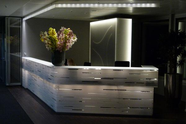 tresen empfang plexiglas acrylglas licht beleuchtet