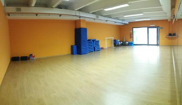 Sala ARANCIONE dedicata a tutti i corsi: gag, pilates, zumba, trx, body pump ecc.