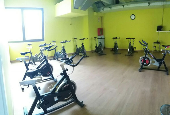 Sala GIALLA dedicata all'indoor cycling