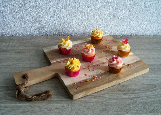 Vanille cupcakes met mango, framboos en vanille