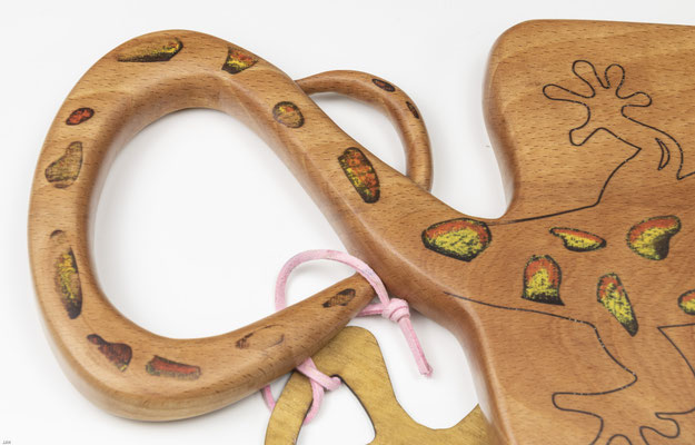 Buchenbrett mit Epoxidharz Salamander Detail