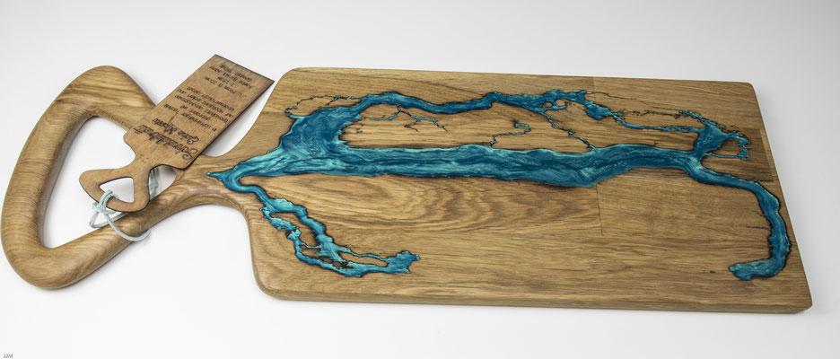Eichenbrett in Lichtenberg Technik und Epoxidharz in aqua mit grossem selbstkreiertem Holzgriff
