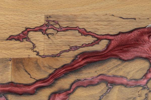 Buchenbrett in Lichtenberg Technik und Epoxidharz in ziegelrot Detail