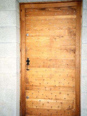 Portes d'entrée cloutée