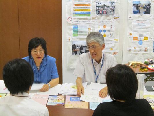 左から音楽療法コースの廣川恵理先生と郡司正樹先生