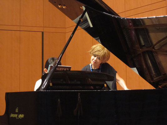 森島英子先生(ピアノ)