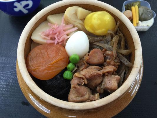 昼食は横川で峠の釜めしでした。