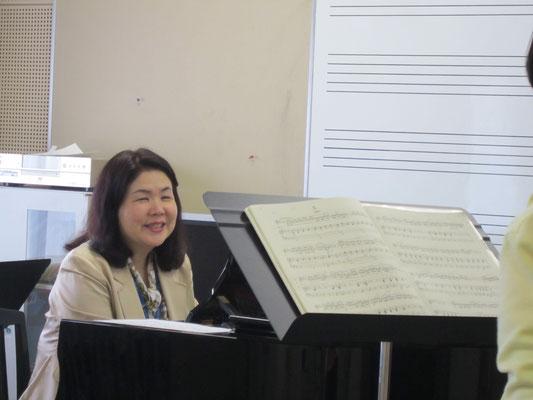 島崎智子先生(声楽・オペラコース)