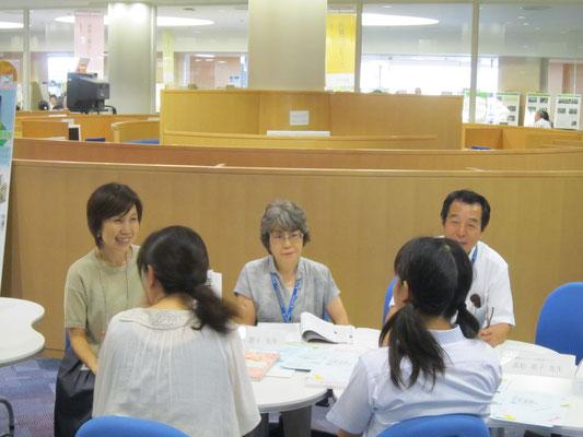 音楽教員養成コースの先生方。左から髙松晃子先生、茂手木潔子先生、八木正一先生