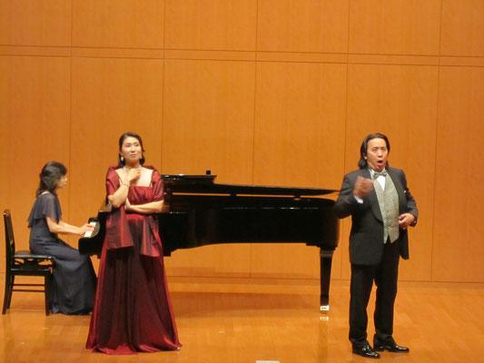 甲斐栄次郎先生と山本美樹さん、山口佳代先生)(ピアノ)