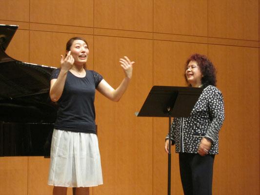 「フォルテとピアノは同じポジションで。これはマリア・カラスに教わりました」と林康子先生。