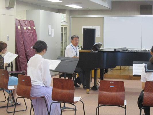 河野正幸先生による「ミュージカル・ナンバーを歌ってみよう!」