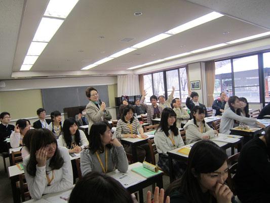 先生方からも一斉に手があがりました。