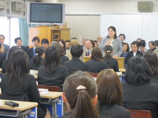演奏学科長の島崎智子先生です。