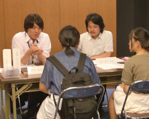 左:宮本益光先生(声楽・オペラコース)、右:鳥井俊之先生(器楽コースピアノ専修)
