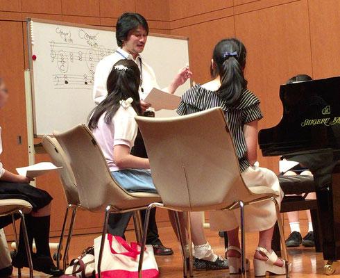 鳥井俊之先生の体験授業「だれにでもすぐできる簡単な伴奏づけ!」
