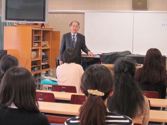 音楽療法:原沢康明先生(音楽総合学科長)
