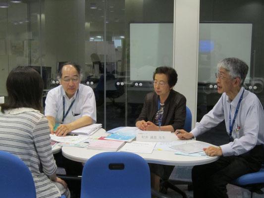 音楽療法コースの原沢康明先生(左)、村井満恵先生(中)、郡司正樹先生(右)