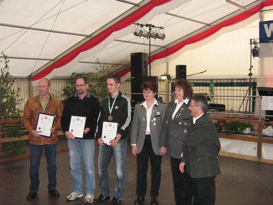 Wiesenfestkönige mit Vorstandschaft und Bürgermeister