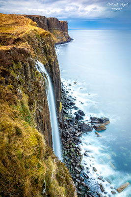 """Kilt Rocks and Meat Fall"" bei Staffin auf der Isle of Skye"