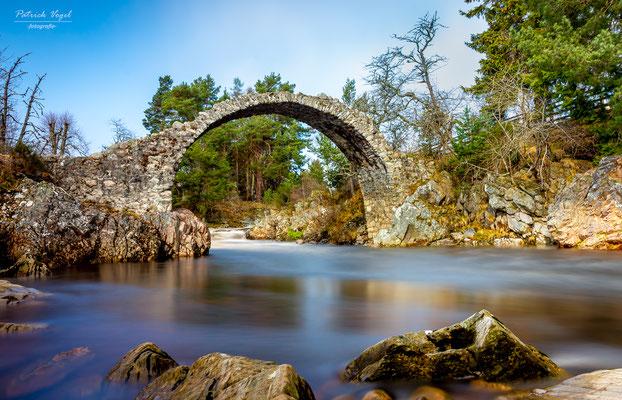 """the old Pack Hors Bridge"" bei Carrbrigde ...die älteste Steinbrücke Schottlands"