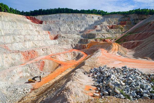 Europas größter Quarzit-Steinbruch in Wehrheim, Hessen
