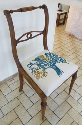 chaise réalisée avec impression de gravure sur bois sur tissu et mise en forme par Fabienne Morane