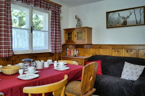 ...die urige Stube in echtem Tiroler Landhausstil genießen...