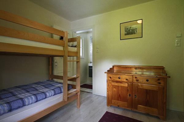 Dieses Schlafzimmer bietet einen gemütlichen Schlafplatz für bis zu vier Personen...