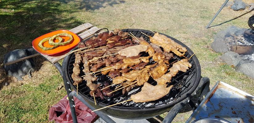 Fleischspieße, hier werden sie Anticucho genannt