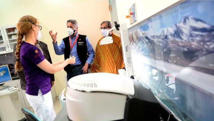 Präsident Sagasti und der Gesundheitsminister in der Zahnklinik