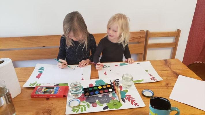 Marta und Dina mögen es zu malen