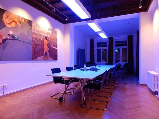 Besprechungsraum - dynamisches Licht von KITEO