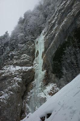 Schon die Zustiegslänge bietet schöne Kletterei.
