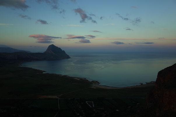 Blick vom Klettergarten Lost World Richtung West, schöne Bucht mit Thunfischzucht.