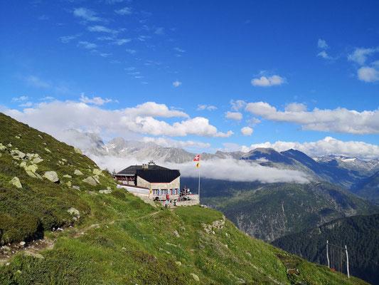 Zurück bei der schön gelegenen und hervorragend bewirteten Salbithütte. (Foto: Franz)