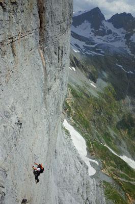 Die meisterhafte Linienführung der Caminando zwingt zwar zu einigen Quergängen, dafür ist die Kletterei formidable.
