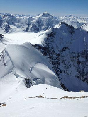 Blick vom Gipfel Richtung Aletschhorn