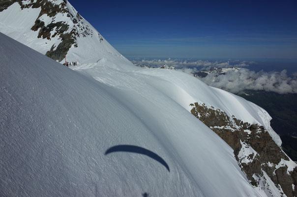 Soaring in schön laminarem Aufwind beim Jungfraujoch, bis die Finger zu kalt wurden.