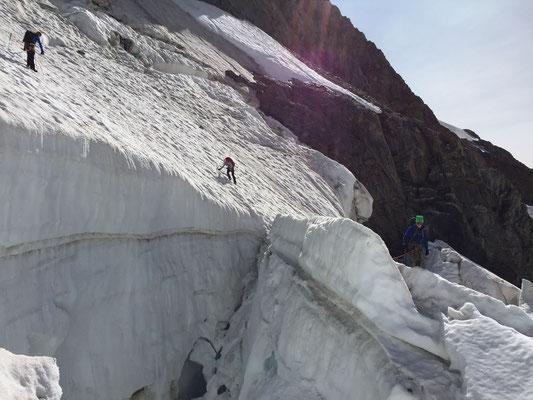 Dank optimal griffigem Schnee war auch diese Passage problemlos zu begehen.