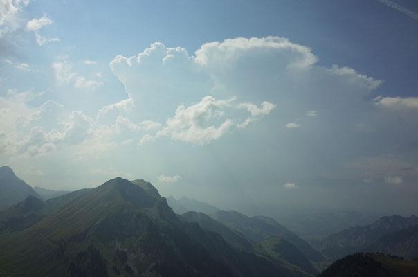 Bilderbuch-Gewitterzelle über dem Jura