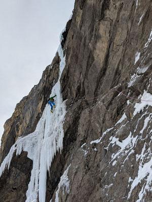 Zweite Länge, nach der selber abzusichernden Mixed-Passage hat Peter Eiskontakt. (Foto: Silvan)